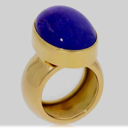 Yellow Gold Ring with a Cabochon Tanzanite