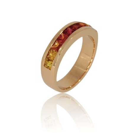 Sapphire pink gold ring with colours gradated from yellow to red