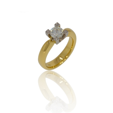 Diamond gold ring with four diamonds set into claw frame