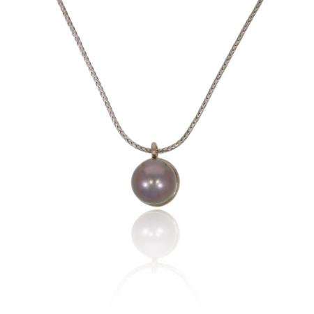 Tahiti pearl pendant in white gold.