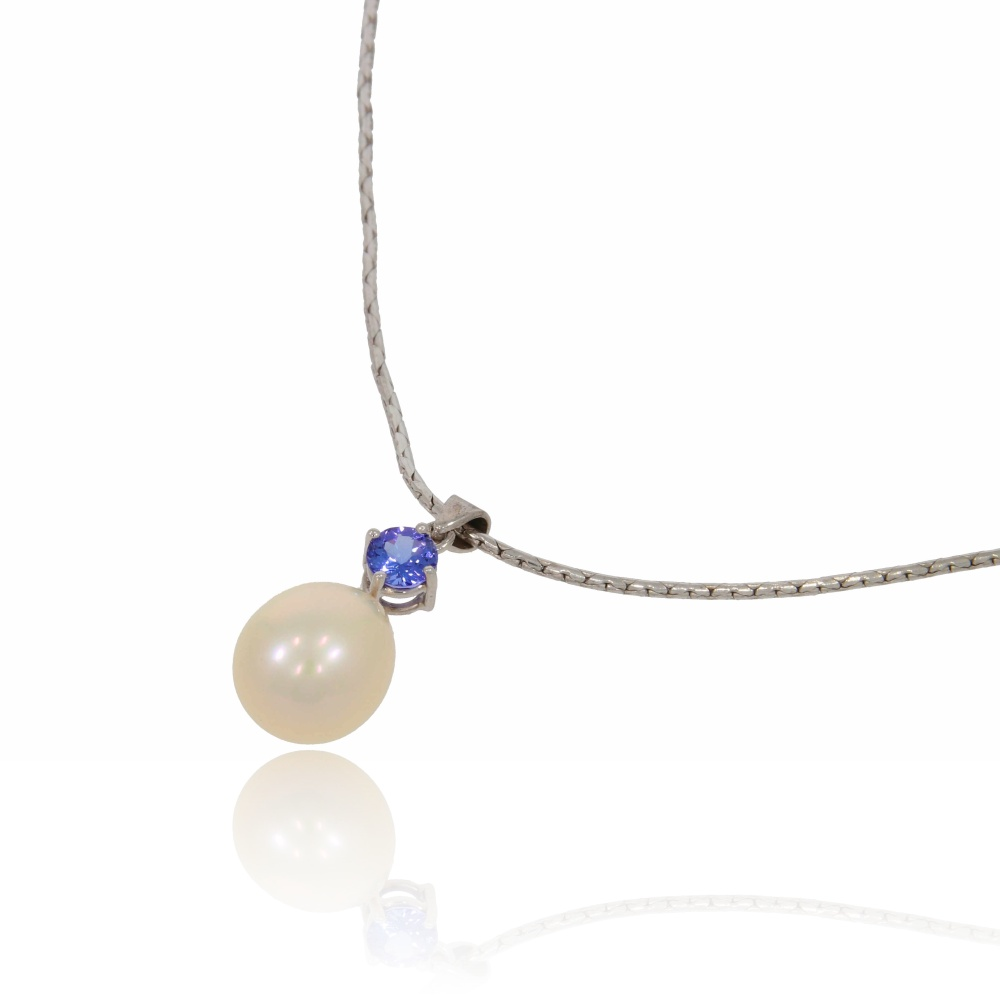 Fresh water pearl and tanzanite pendant in 18ct white gold.