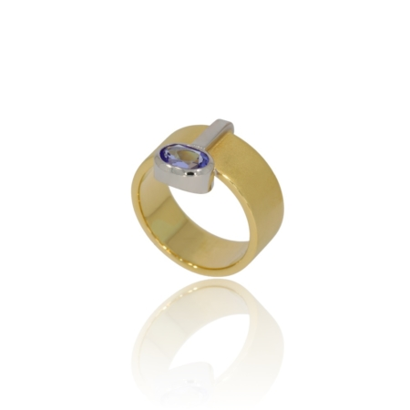 Sapphire frosted gold ring