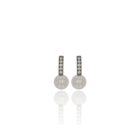 White gold 23mm drop earrings with 5 x 2.2mm diamonds and a freshwater pearl at the end of each earring